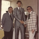 Pat Cummings, center, and hall of famer Bill Wilson, right, shake hands.
